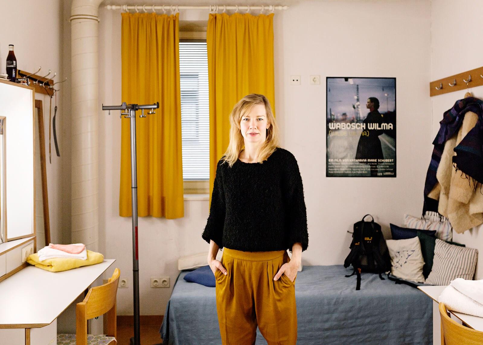 16 Sandra Hueller